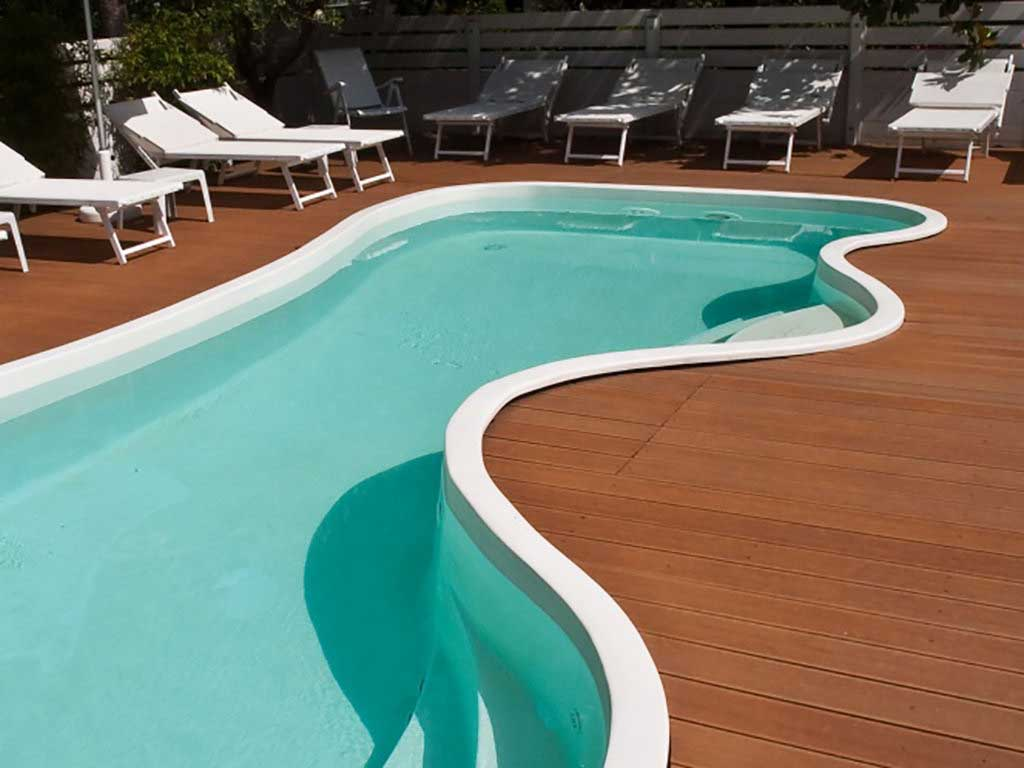 legnotec / legno composito WPC, rivestimento piscina